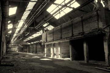 verwaiste Industriehalle